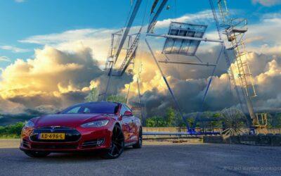 Tesla houdt ouderwetse fabrikanten uit de wind